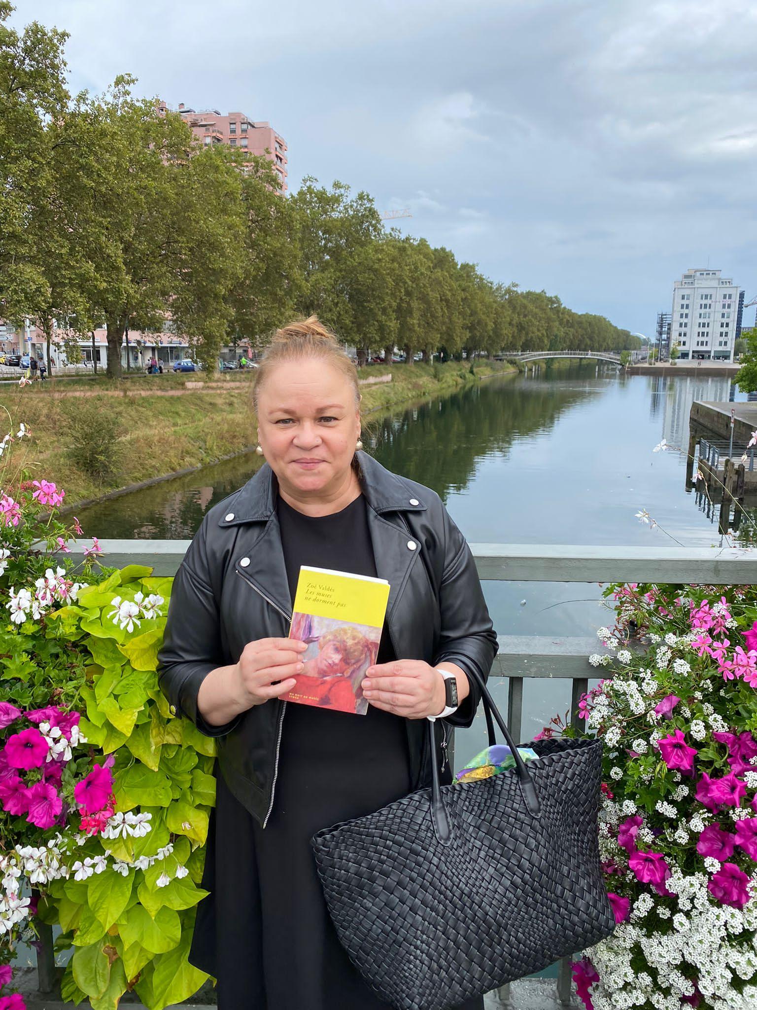 """Entrevista a Zoé Valdés, autora del libro recientemente publicado: """"Les muses ne dorment pas,"""" (""""Las musas no duermen"""")"""