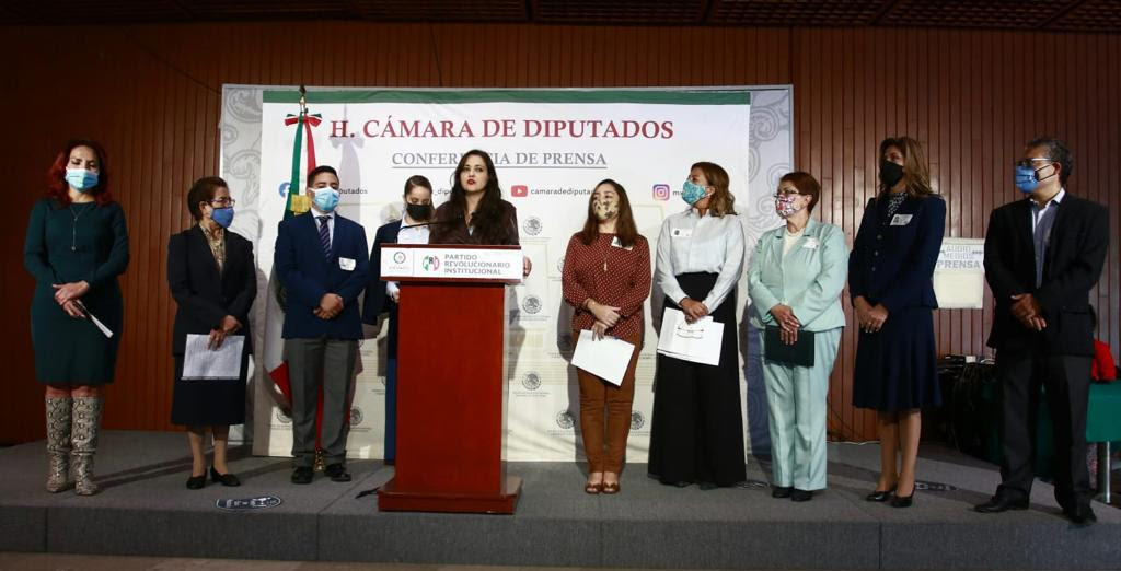 Diputada Cynthia López Castro se reúne con representantes de escuelas particulares