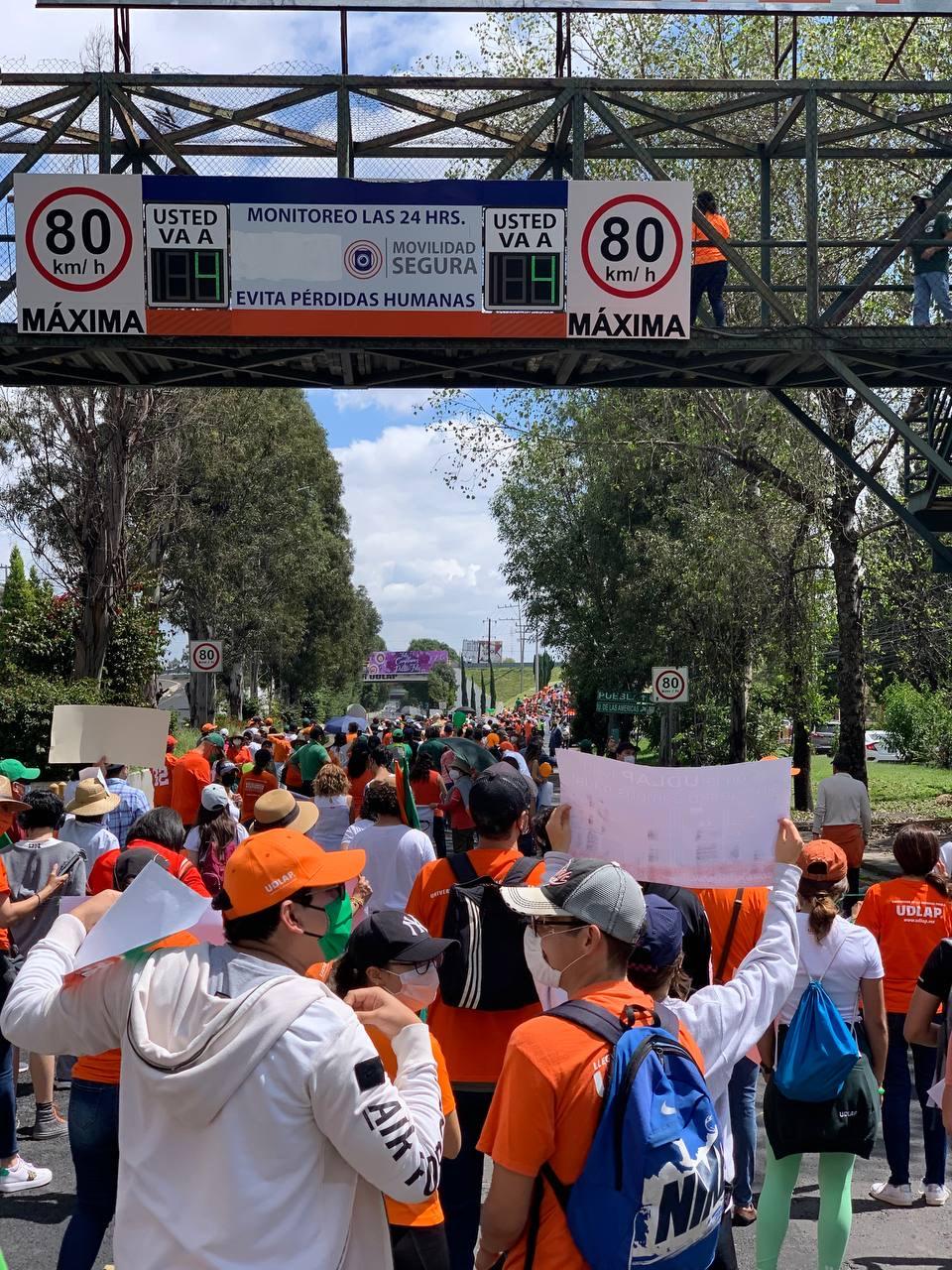 Estudiantes de la UDLAP vuelven a manifestarse para exigir la liberación del campus