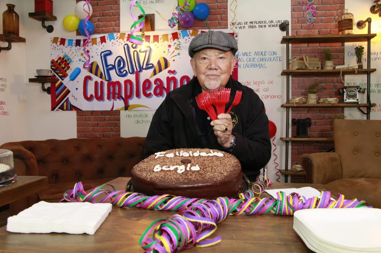 """En """"Como dice el dicho"""" celebraron el cumpleaños a Sergio Corona"""