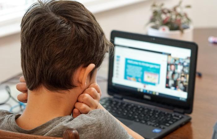Nuevas investigaciones en Kosovo destacan la conexión entre las deficiencias en la visión y el aprendizaje y el desarrollo de los niños
