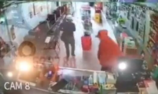 Video desde Puebla: A punta de pistola asaltan ciber en Huauchinango
