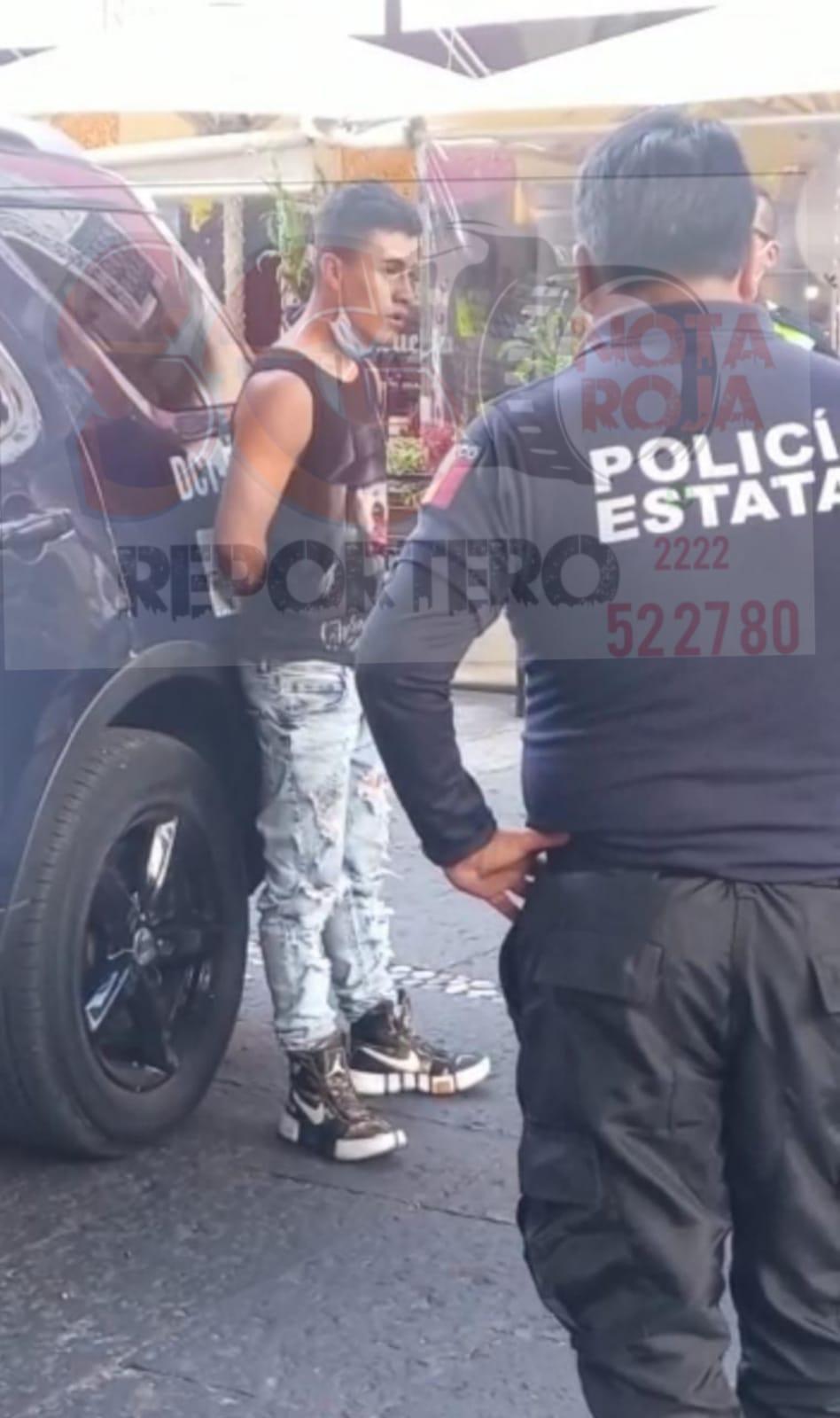 Detienen a ladrón en pleno zócalo de Puebla