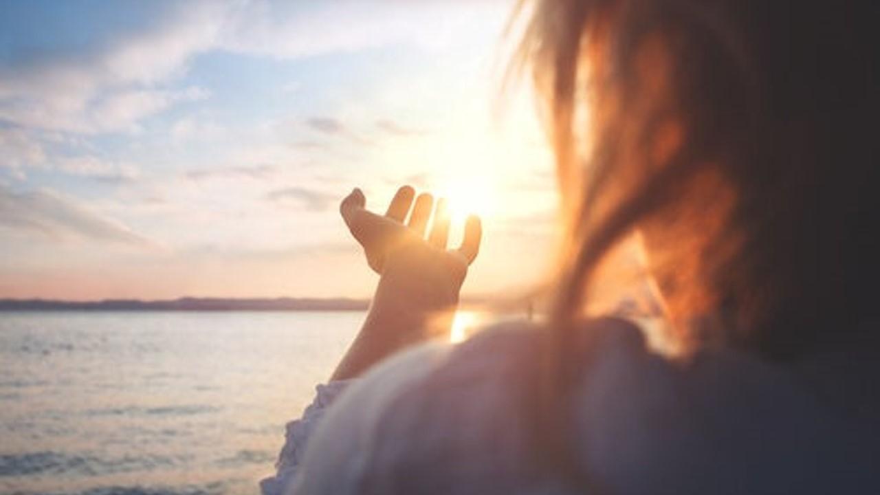 Autotrascendencia y sentido de vida, vías para prevenir el suicidio: experto