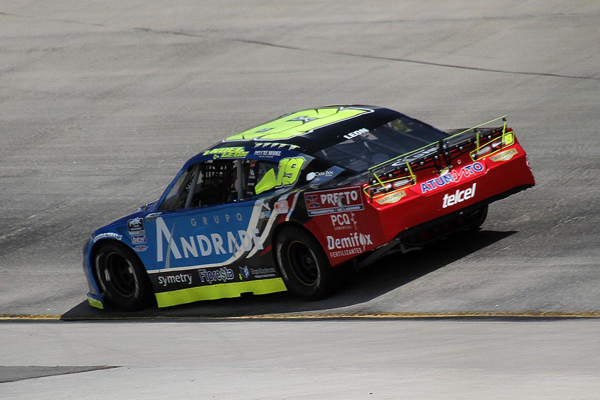 Con paso firme, Noel León marca la pauta en NASCAR Challenge