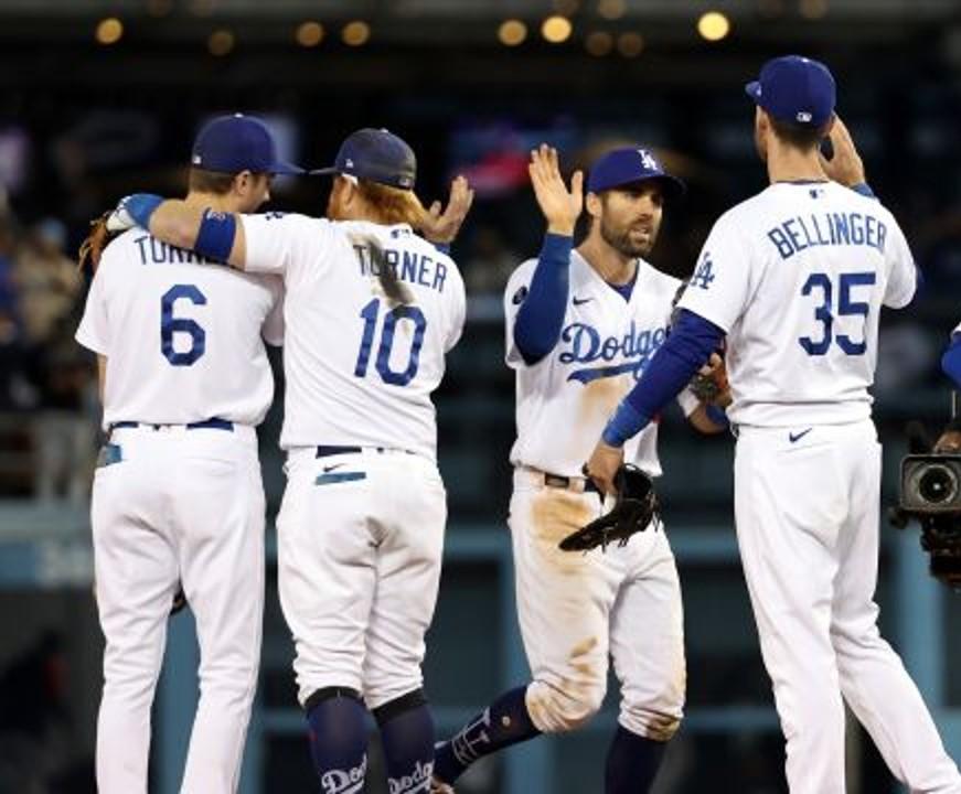 A punto de caer en coma, Dodgers remonta y reduce ventaja ante Braves