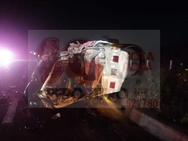 Choque con volcadura deja un muerto y cuatro heridos en Santiago Miahuatlán.